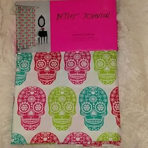 NWT Betsey Johnson Sugar Skull Microfiber Shower C
